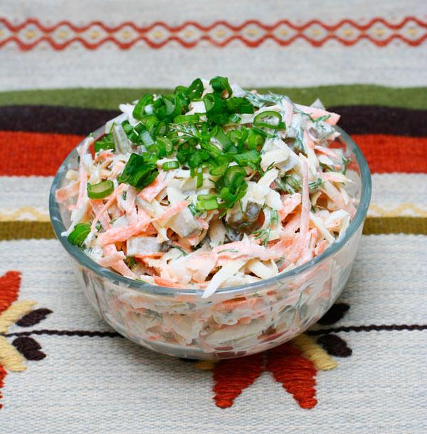Зимний салат из репы и моркови с майонезом