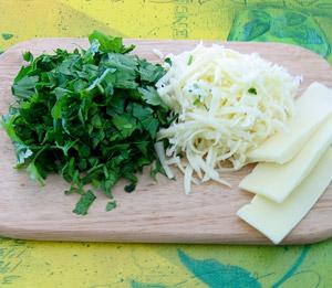зелень нарезаем, а сыр мелко трем