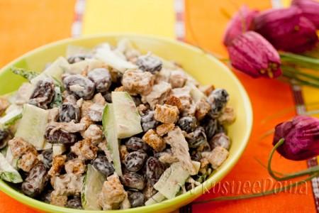 салат с мясом, сухариками и фасолью