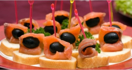canapes-with-smoked-salmon-and-black-olives