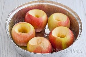у яблок вырезаем серединку