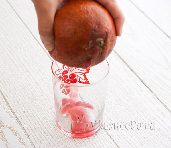 выдавливаем гранатовый сок