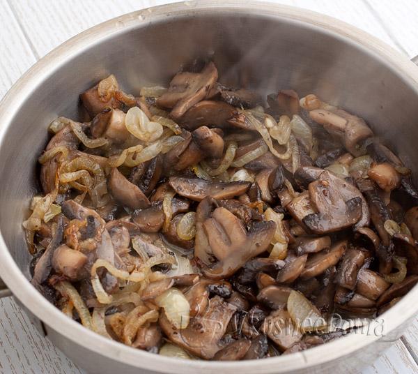 грибы жарим на сливочном масле