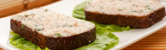 Паста с колбасой типа салями