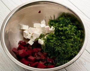 смешиваем все ингредиенты и заправляем соусом