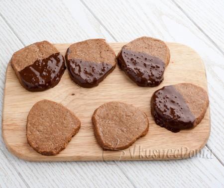 печенье обмакиваем в шоколад