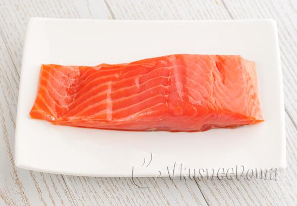 рецепт салата из красной рыбы соленой с