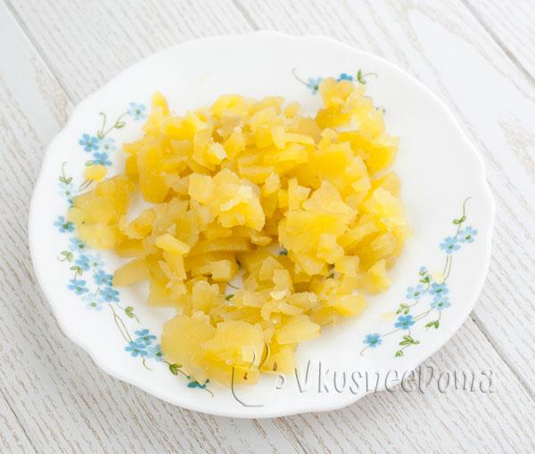картошку режем кусочками