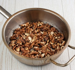 орехи поджариваем