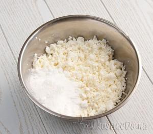 творог смешиваем с сахарной пудрой