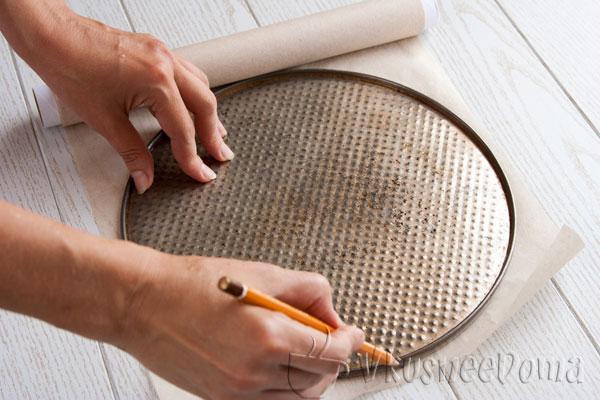 вырезаем основание формы для выпекания