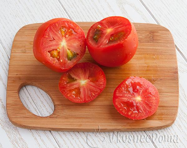 срезаем верхушку  помидора