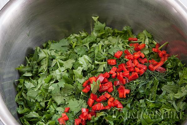 полуготовый салат из зелени