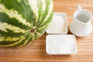 арбуз и ингредиенты для маринования