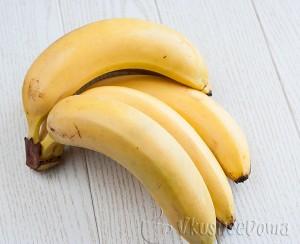 свежие и очень спелые бананы