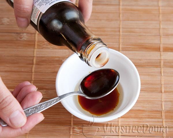 соевый соус и 1 чайная ложка воды