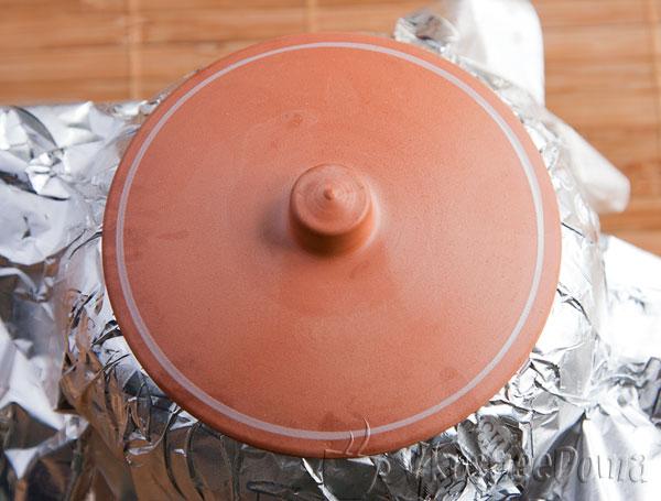 накрываем фольгой, крышкой и ставим в духовку