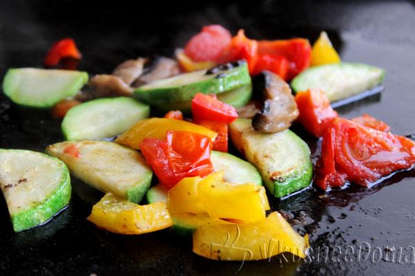 овощи 15 минут на высокой температуре запекаем