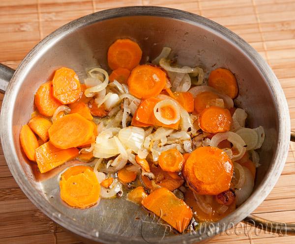 морковь тушим с луком