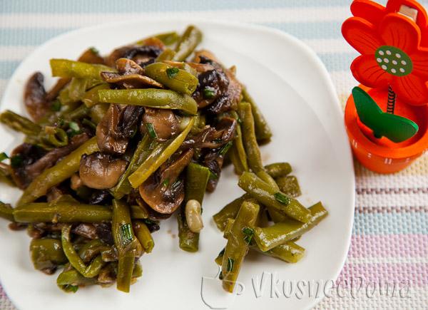 салат с грибами и фасолью под соевым соусом