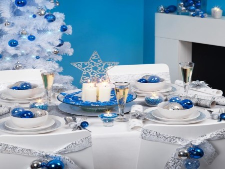Blue-Christmas-Table-Decorations