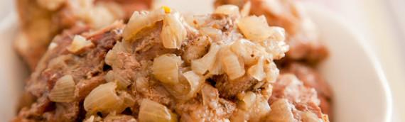 Тушеное мясо рецепт в луке — нежнейшее