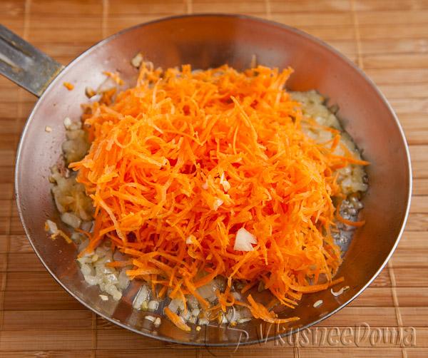Зажарка из моркови и лука и томатной пасты