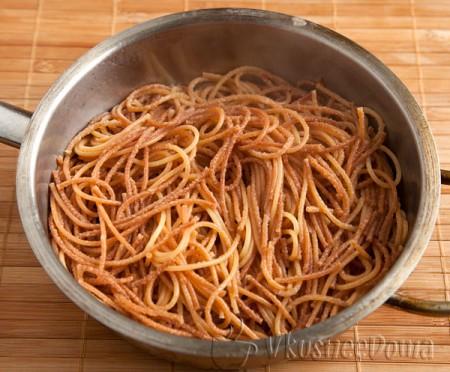 готовые жареные спагетти
