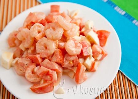 салат с креветками и помидорами томатный