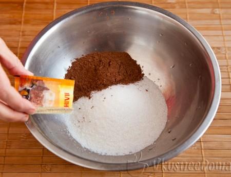 смешиваем сахар, какао и ванилин