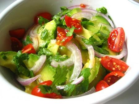 Авокадо рецепты: Салат из авокадо с помидорами