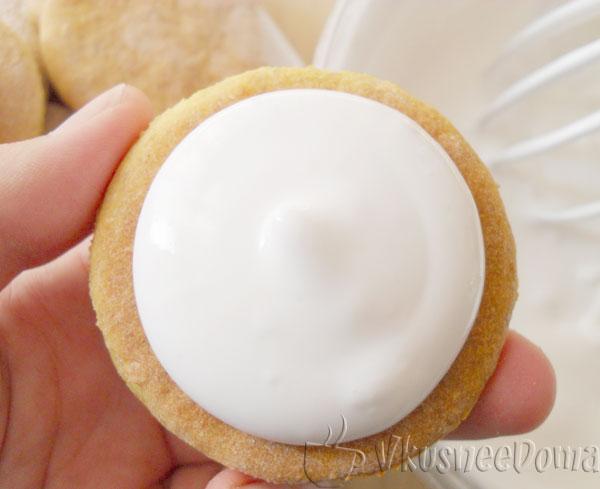 печенья промазываем кремом