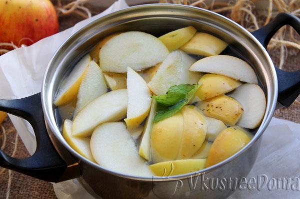 яблоки провариваем в сиропе 5 миунт