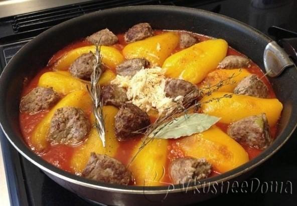 фрикадельки в томатном соусе с перцем