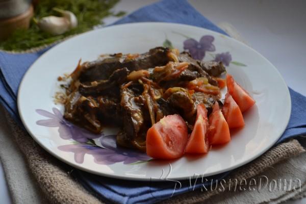 свиная печень в сметане с овощами