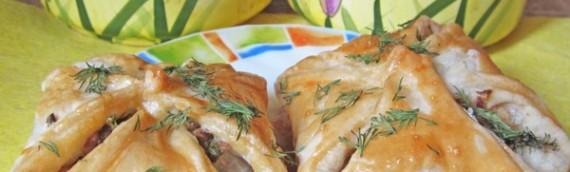 Открытые слоеные пирожки с рыбой