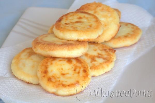 готовые сырники из творога с луком