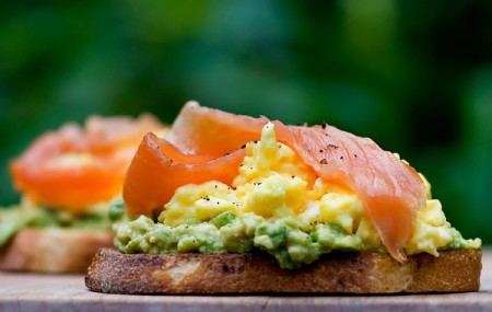 delicious-smoked-salmon-sandwitch