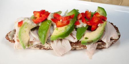 turkey-avocado-reb-bell-pepper-creamy-garlic-paste-onion-sandwich-6