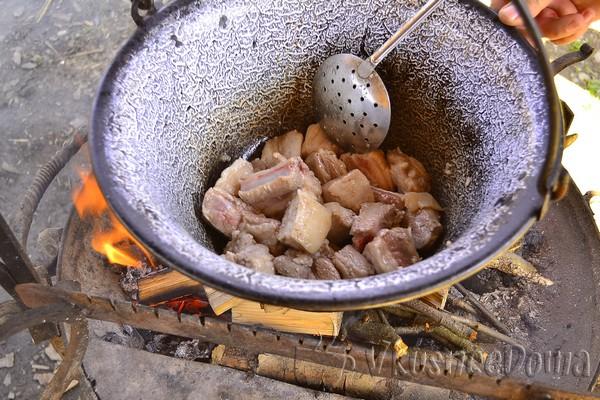 Как готовить шурпу из свинины на костре