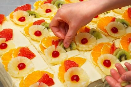 article-new-ehow-images-a06-34-78-decorate-cakes-fresh-fruit-800x800