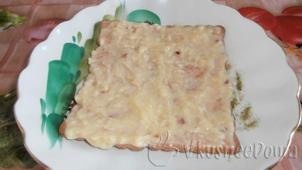 слой печенья смазываем масляным кремом