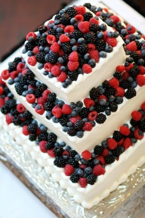 strawberry-layered-wedding-cakes-2