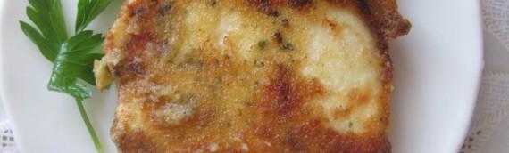 Жареный адыгейский сыр c пряными травами по чешски