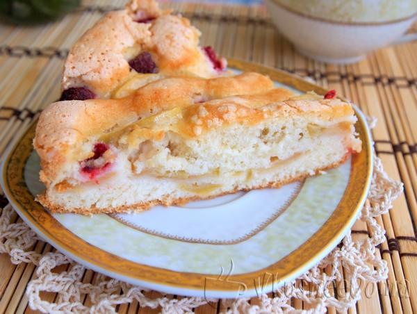 Яблочно-малиновый бисквит рецепт с фото