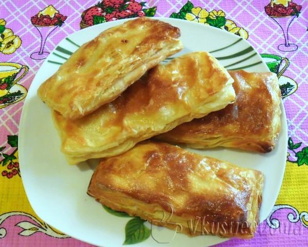 слоеные пирожки с яблоками и ананасом