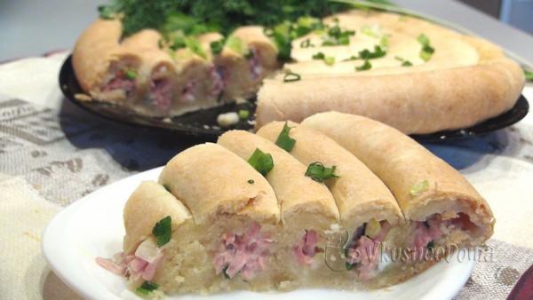 Пирог на кефире с колбасой сыром и яйцом кольцевой