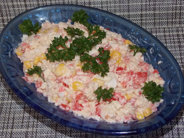Салат из крабового мяса с рисом