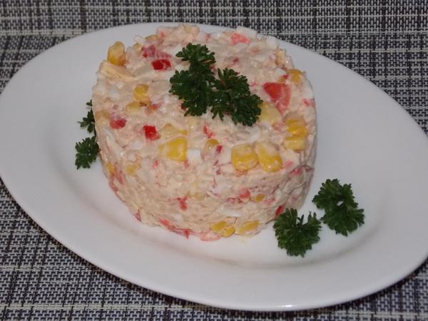 Как сделать салат крабовый с рисом и кукурузой