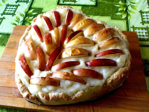Нежнейший пирог с яблоками и заварным кремом Лакомка